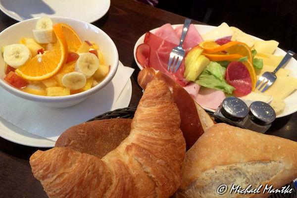 Frühstück im Uni Café Freiburg
