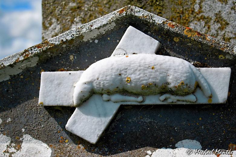 Grabstein mit Ratte in Clonmacnoise