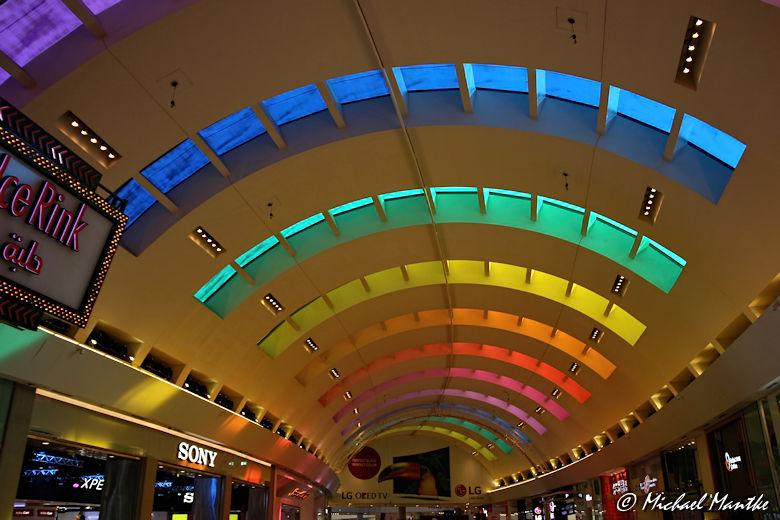 Buntes Dach der Dubai Mall