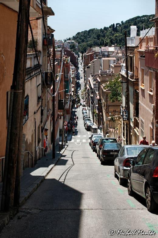 Barcelona steile Strasse zum Park Güell