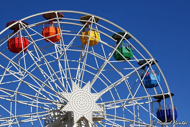 Barcelona farbiges Riesenrad auf Tibidabo