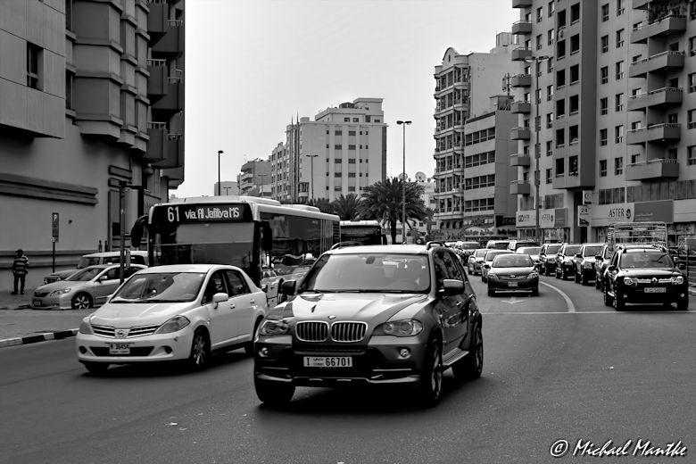 Bur Dubai Autos auf Strasse in SW