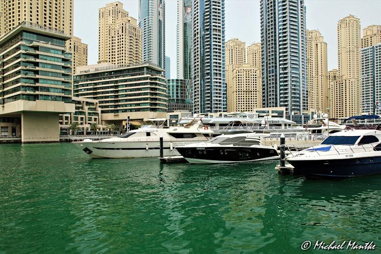 dubai marina boote vor skyline