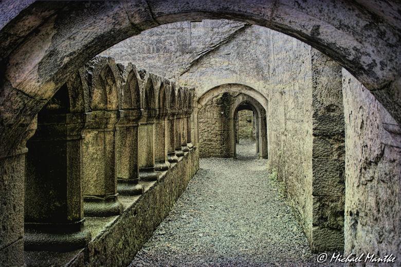 Natürlicher Rahmen: Kloster Torbogen