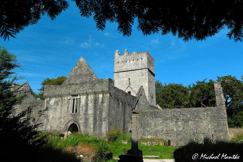 Natürlicher Rahmen: Muckross Abbey