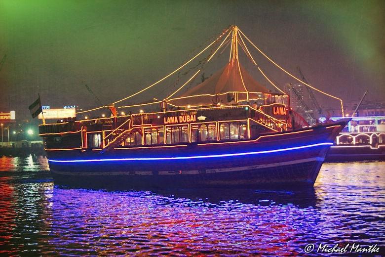Dhow Fahrt auf Dubai Creek bei Nacht
