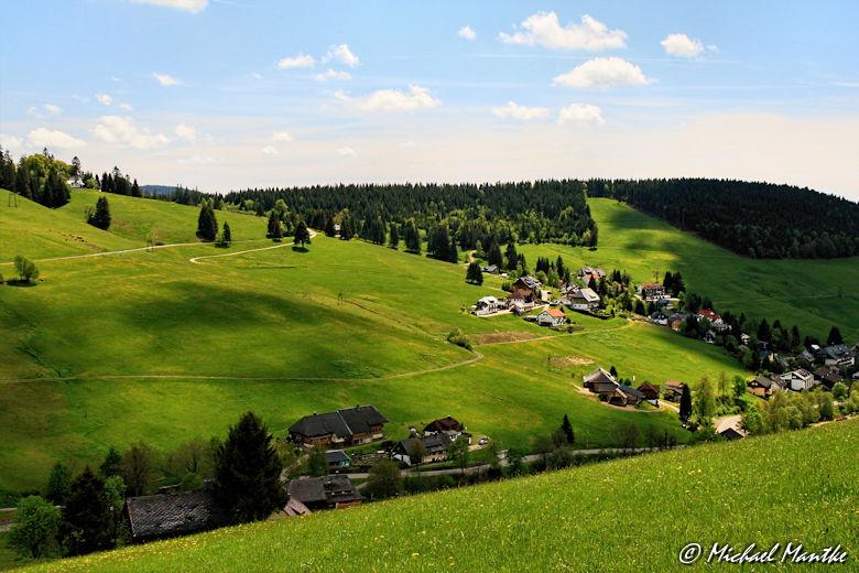Martin Heidegger Rundwanderweg bei Todtnauberg - Wolken Schatten auf der Landschaft
