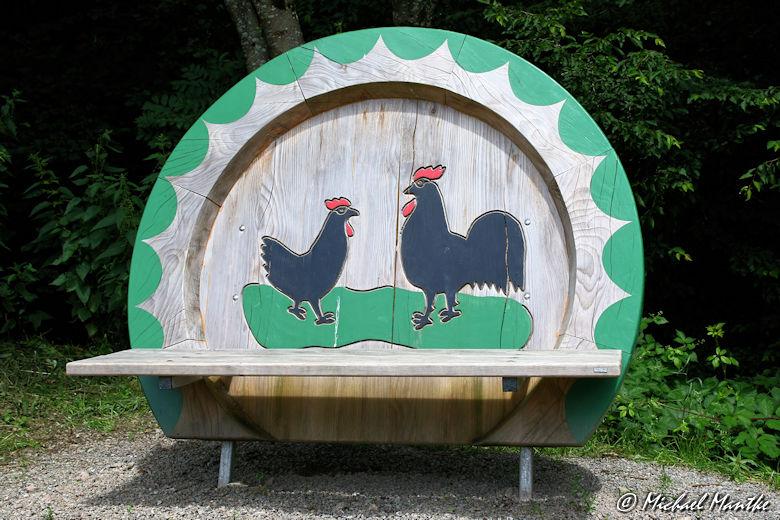 Hahn-und-Henne-Runde Sitzbank