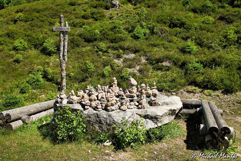 Menzenschwand Geissenpfad Flössers Rast Stein Pyramide