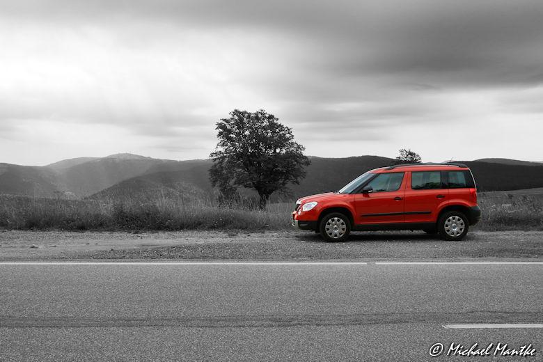 Fotojuwel rotes Auto und Baum auf dem Schauinsland