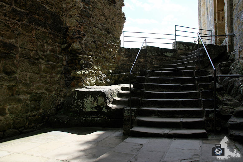 Burg Beaufort in Luxemburg - Treppe