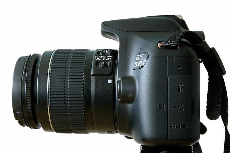 canon-eos-1300d-ansicht-seite-mit-objektiv