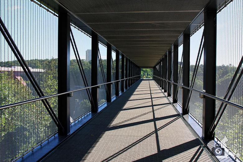 Luxemburg Steg zum gläsernen Fahrstuhl