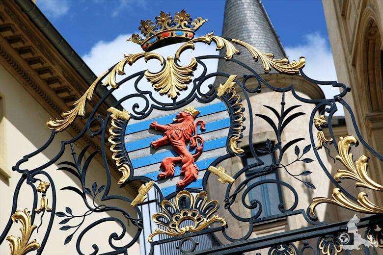 Luxemburg Wappen im Zaun