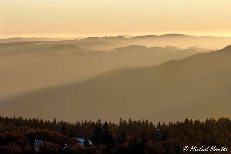 Sonnenaufgang über dem Schwarzwald vom Schauinsland aus gesehen