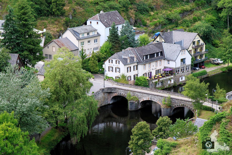 Brücke über Fluss Sauer in Esch-sur-Sûre