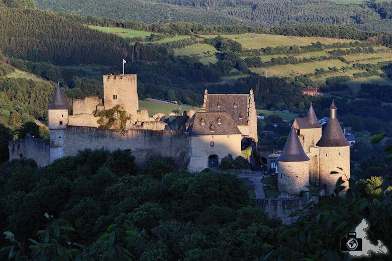 Burg Bourscheid im Abendlicht