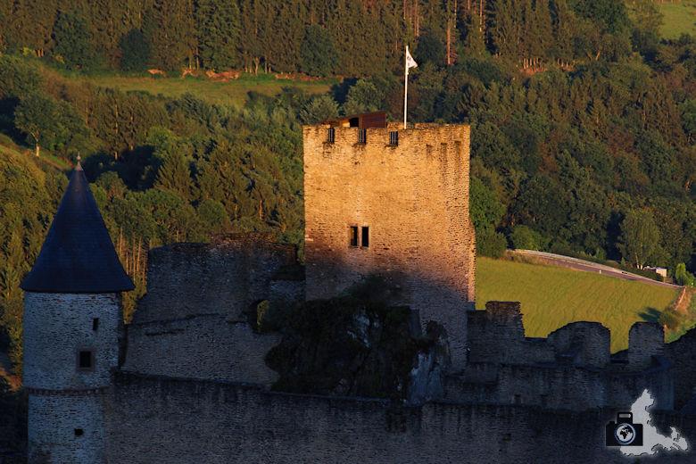 Burg Bourscheid bei Sonnenuntergang