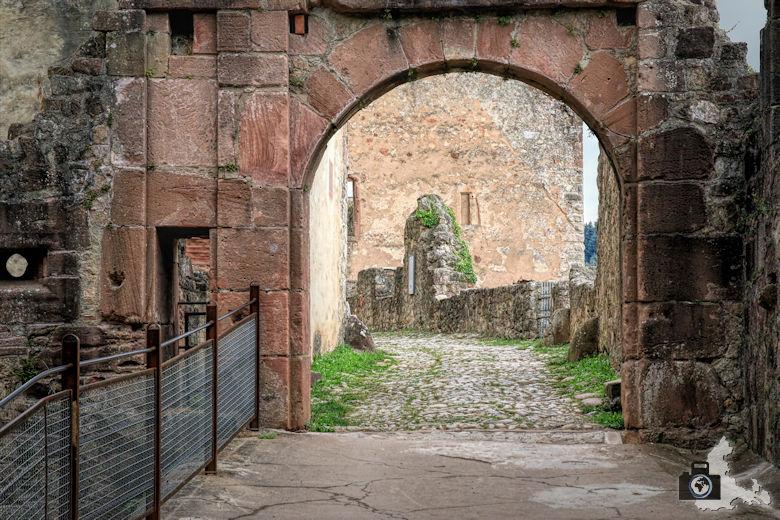 hochburg-ruine-torhaus