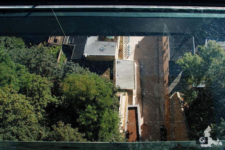 Blick in 60 m Tiefe durch den Glasboden