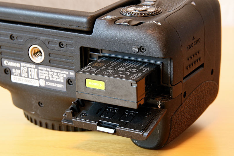 akku-einlegen-canon-eos-760d