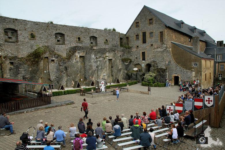 Burg Bouillon Falknerei Show