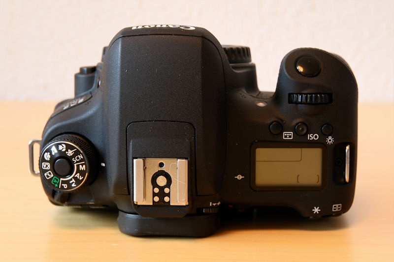 canon-eos-760d-body-upside