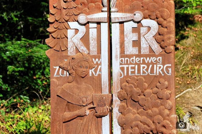 Wegweiser zum Ritterwanderweg zur Kastelburg Waldkirch