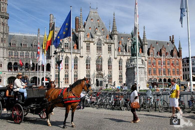 Markt Provinciaal Hof Brügge in Belgien