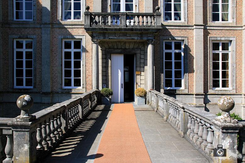 Eingang Schloss Modave in Belgien