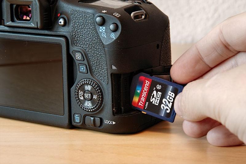 speicherkarte-einlegen-canon-eos-760d