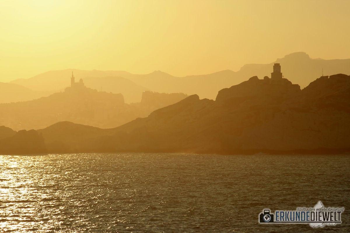 Mittelmeer Kreuzfahrt - Küste bei Sonnenaufgang