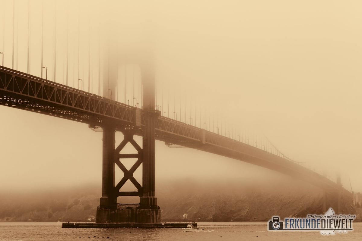 Golden Gate Bridge im Nebel, San Francisco, Kalifornien, USA