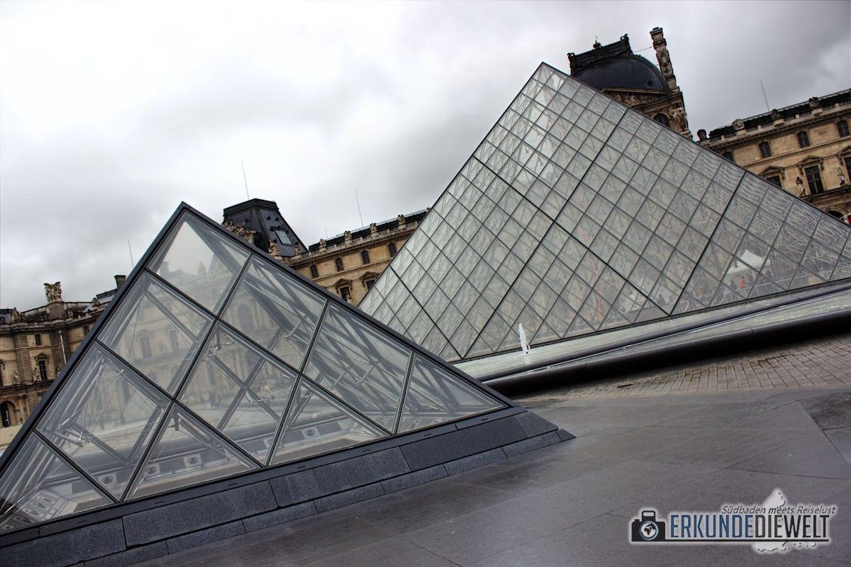 15fra0029-paris-louvre-pyramid