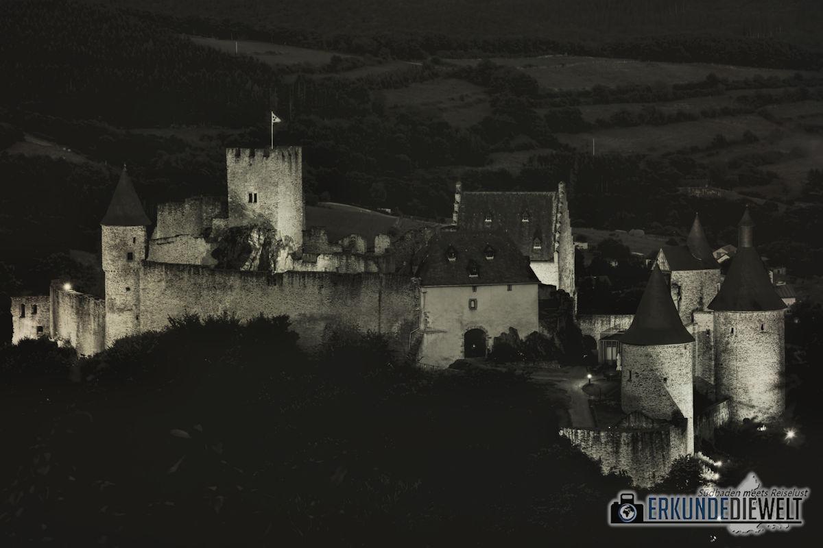 Burg Bourscheid bei Nacht, Luxemburg