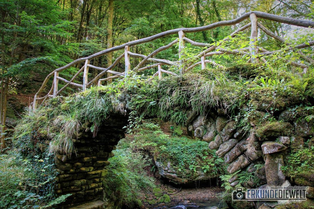 Brücke am Schiessentümpel Wasserfall auf dem Mullerthal Trail, Luxemburg