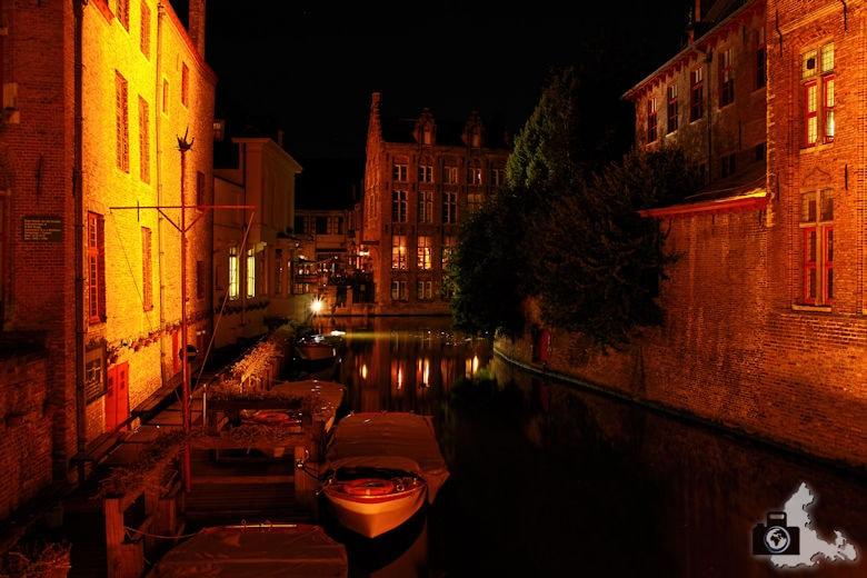 FotoJuwel - Gracht in Brügge bei Nacht