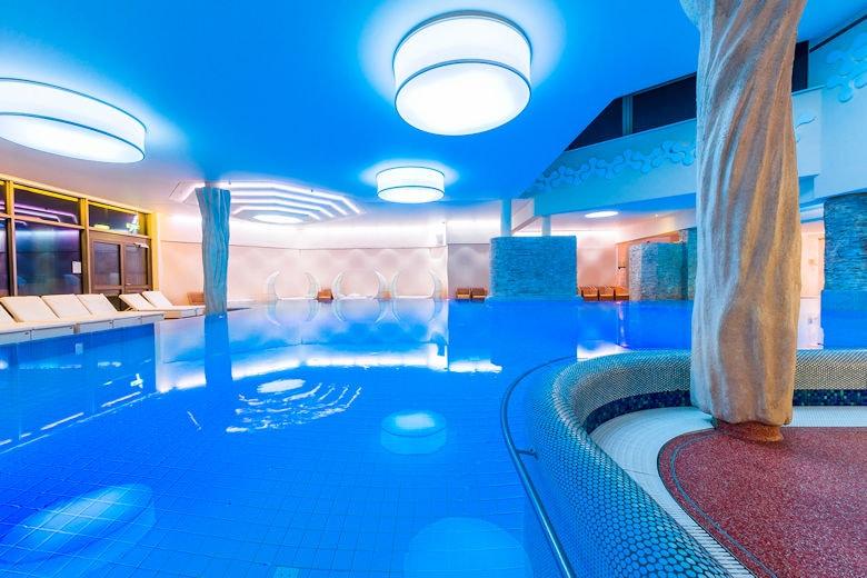 Pool und Wellness-Bereich im Feldberger Hof