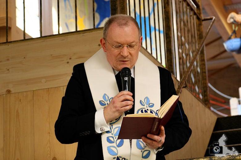 Fundorena - Segnung durch den Pfarrer
