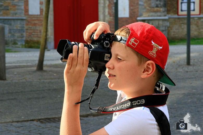 Lucas fotografiert Brügge