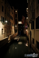 Kanal bei Nacht, Venedig, Italien