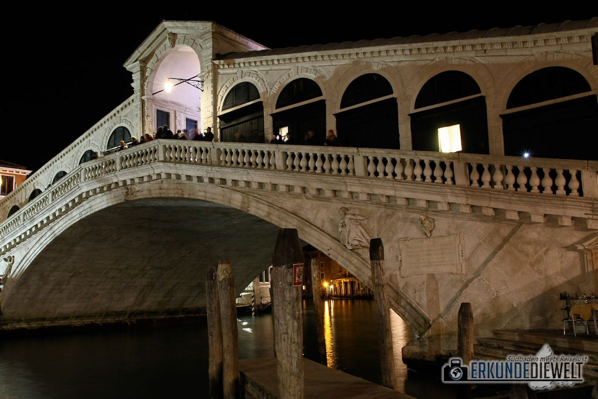 Rialtobrücke bei Nacht, Venedig, Italien