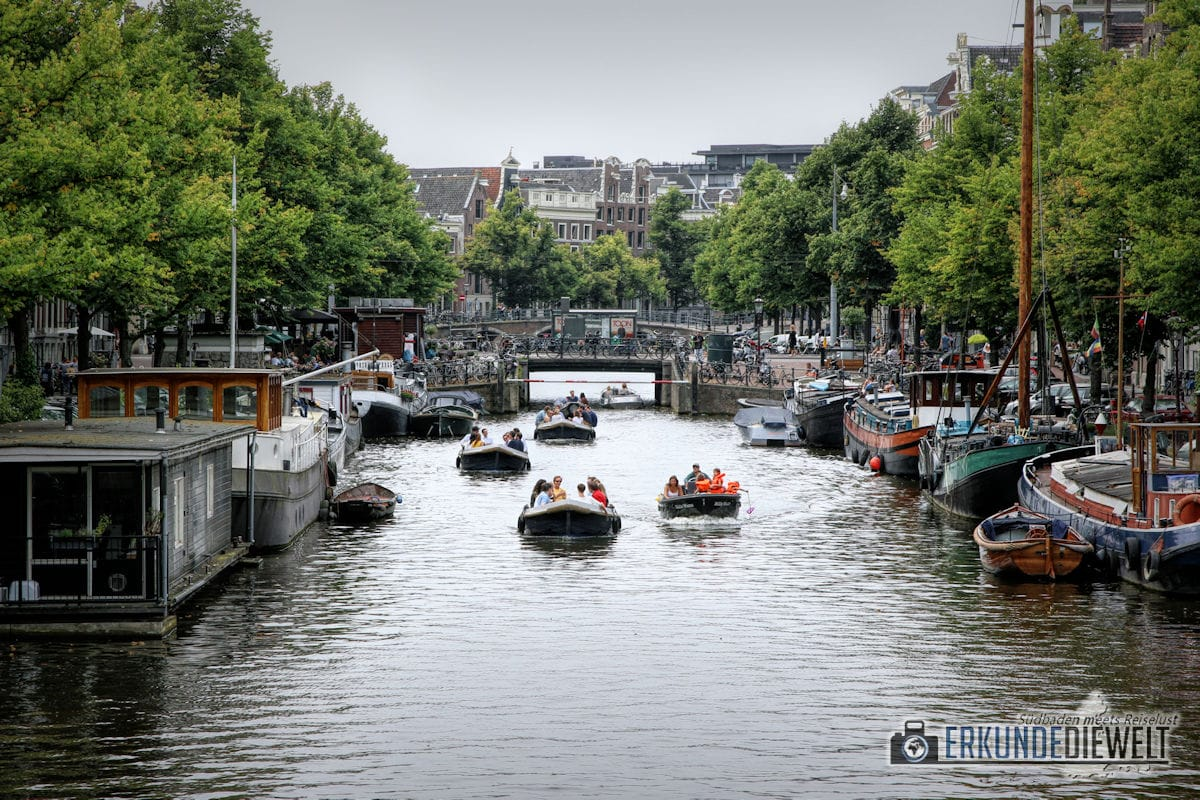 Grachtenfahrt mit Booten, Amsterdam, Niederlande