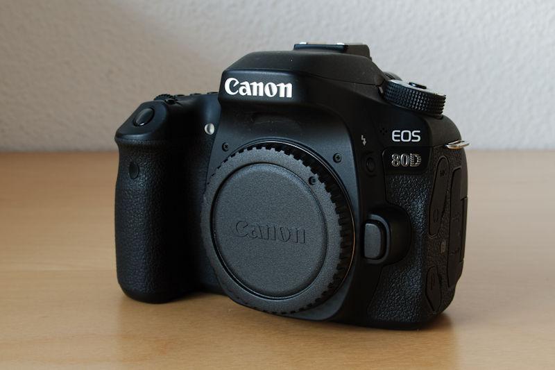 Canon EOS 80D Front