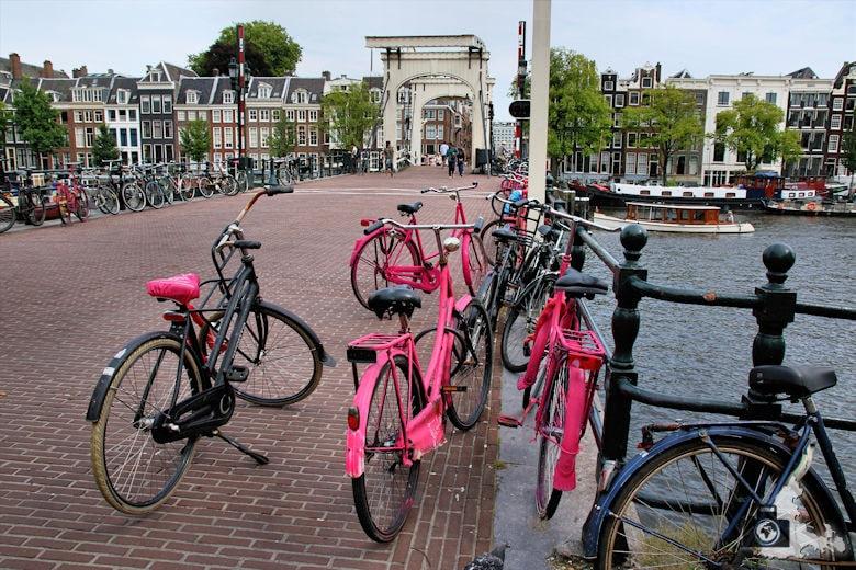 amsterdam-rosa-fahrraeder-03
