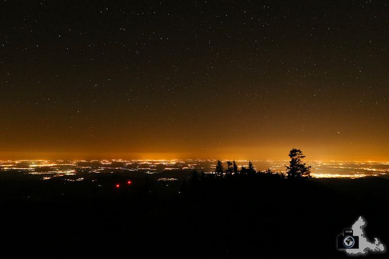 Beispiel für Lichtverschmutzung über der Stadt Freiburg