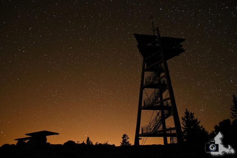 Tipps zum Fotografieren der Milchstraße - Schausinlandturm vor Sternenhimmel