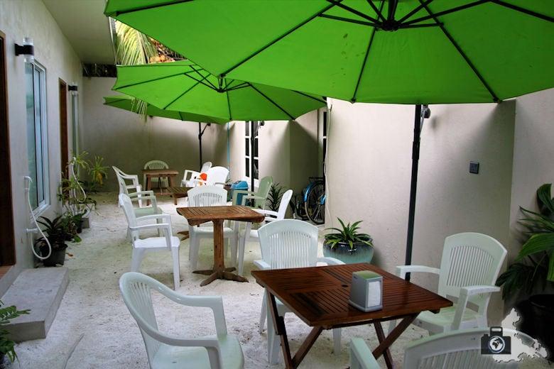Malediven Ukulhas Inn Innenhof
