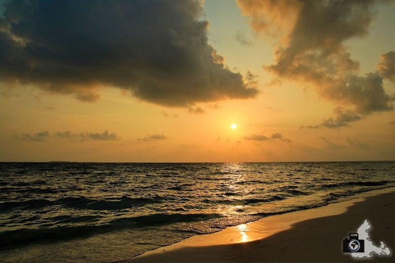 Malediven Ukulhas Strand Meer Sonnenuntergang