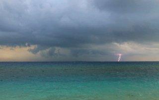 malediven-umweltschutz-gewitter-bbq